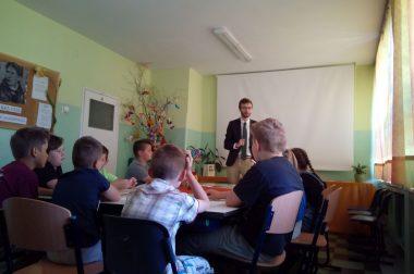 """Działanie II  """"Godomy, godomy"""" – cykl wykładów i warsztatów w szkołach"""